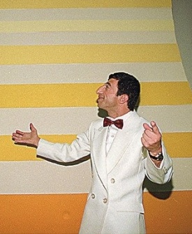 Rodolfo Carlos de Almeida (esq.) e seu parceiro Cláudio Chirinhan, o ET, durante gravação do programa