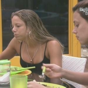 Fernanda e Angélica saboreiam o jantar (04/02/10)