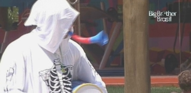 Vestido de fantasma, Eliéser