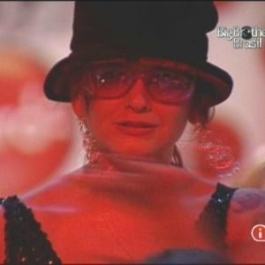 Elenita disse que está se sentindo a Cindy Lauper na festa (6/2/10)