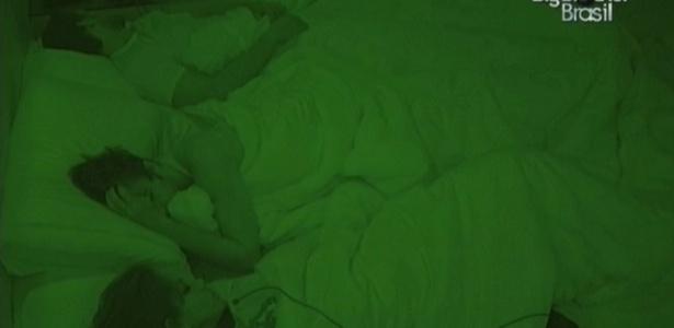 Maroca, Serginho e Eliéser dormem no quarto do líder (16/2/10)