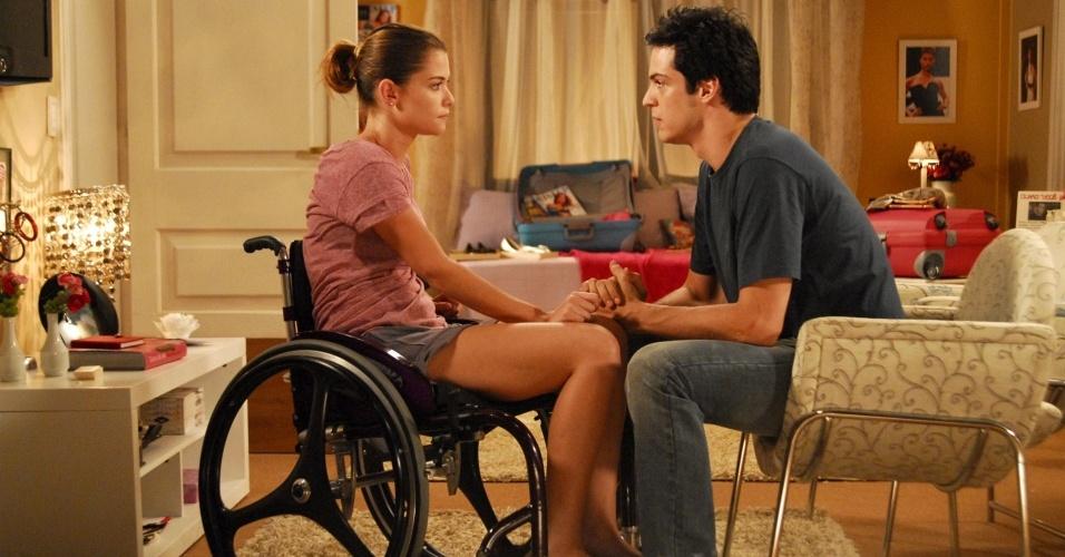 Alinne Moraes e Mateus Solano em cena de