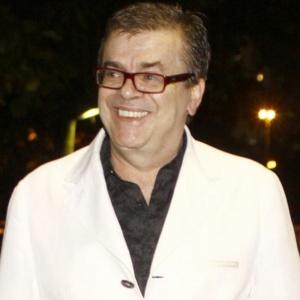 Walcyr Carrasco chega a restaurante no Rio (8/12/09)