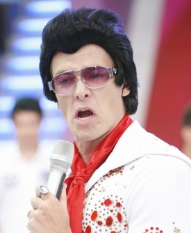 Rodrigo Faro se veste de Elvis Presley em