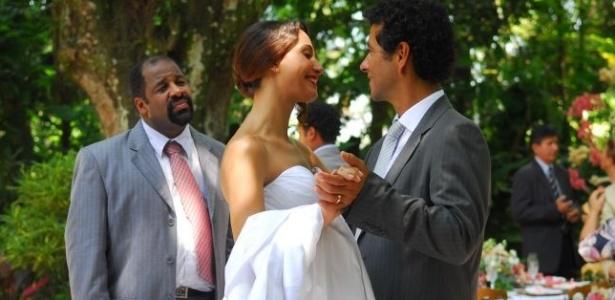 Após uma tentativa frustrada de casamento, quando Gustavo (Marcos Palmeira) foi sequestrado por Verônica (Paola Oliveira) a caminho da cerimônia, Rose (Camila Pitanga) consegue se casar com o seu amado, em