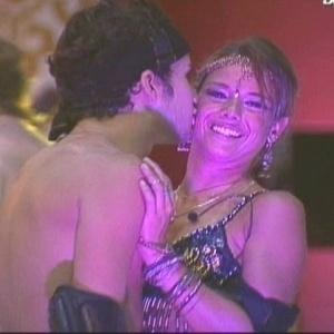 Fernanda foge das investidas de Serginho durante a festa indiana (14/3/10)