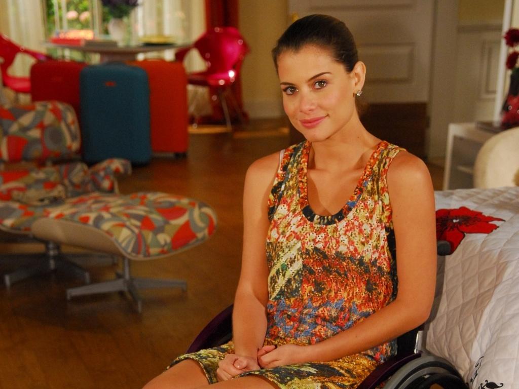 Luciana (Alinne Moraes), personagem de