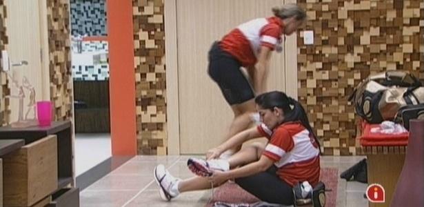 Anamara pega tênis emprestado para prova de ciclismo (18/3/10)
