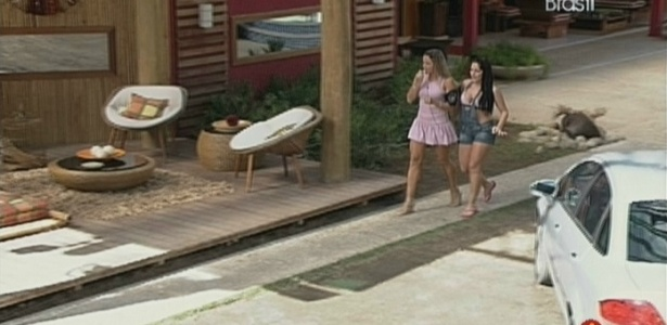 Fernanda e Anamara saem para pegar helicóptero (20/3/10)