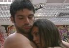 Lia diz que vai embora com a cueca de Cadu e os dois se abraçam