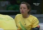 Fernanda e Cadu comem frango feito por Dourado