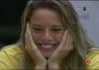 Fernanda fica nervosa porque Bial vai experimentar bolo que a dentista fez para ele