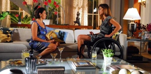 Luciana (Alinne Moraes, à dir.) e Tereza (Lilia Cabral, à esq.) em