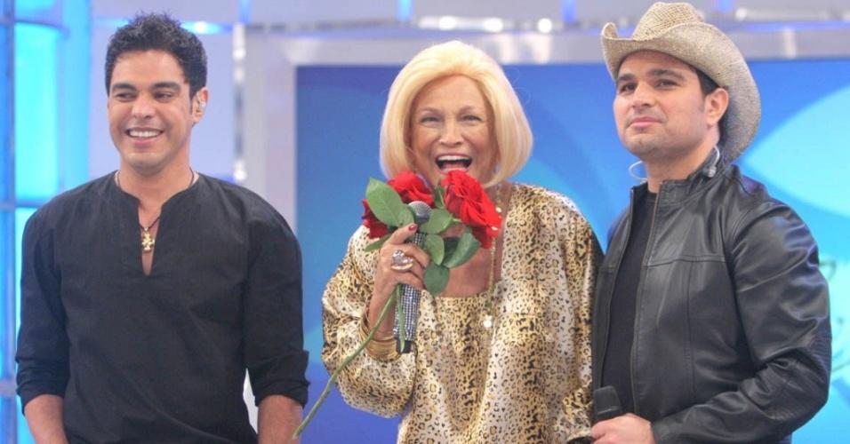 "Zezé Di Camargo, Hebe e Luciano na gravação do programa ""Hebe"" (19/4/10)"