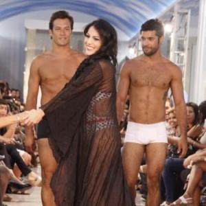 A ex-bbb Anamara em inauguração de shopping de moda íntima em Fortaleza (24/4/2010)