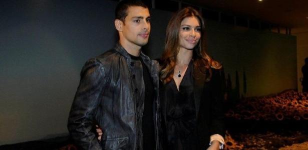 Cauã Reymond e Grazi Massafera durante a festa de lançamento da novela