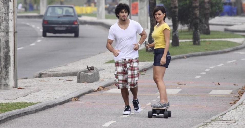 Jesus Luz e Geovanna Tominaga durante gravação para o