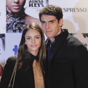 Caroline Celico ao lado do marido Kaká em Madri; mulher cria mais uma polêmica com o seu Twitter