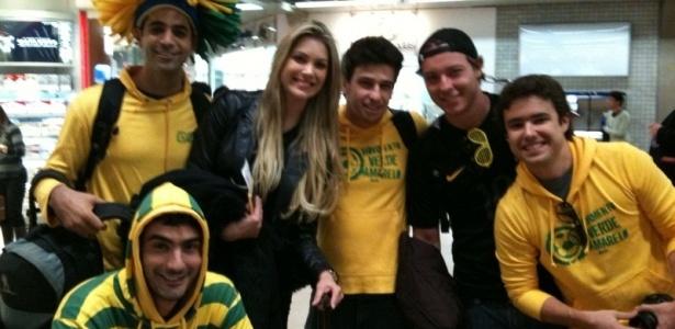 Renata Fan encontra torcedores em aeroporto de Guarulhos (3/6/10)
