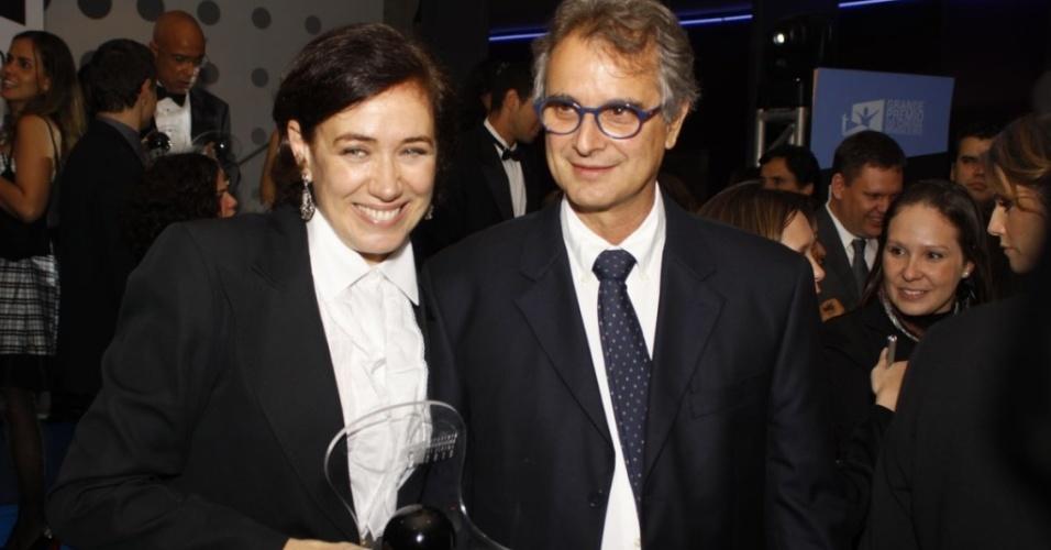 LIlia Cabral e o marido Ivan Figueiredo durante a 9ª edição do Grande Prêmio do Cinema Brasileiro, no Rio (8/6/10)