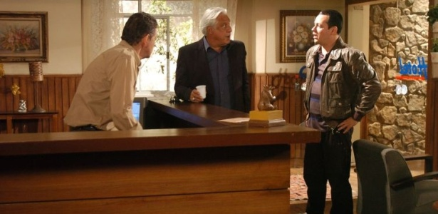 Leal segue Regeane e conta com a ajuda de Renato e Bodanski, em