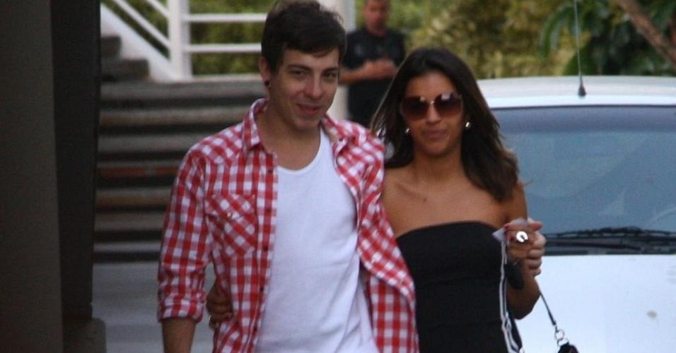 Di Ferrero e Mariana Rios em shopping carioca (26/6/10)