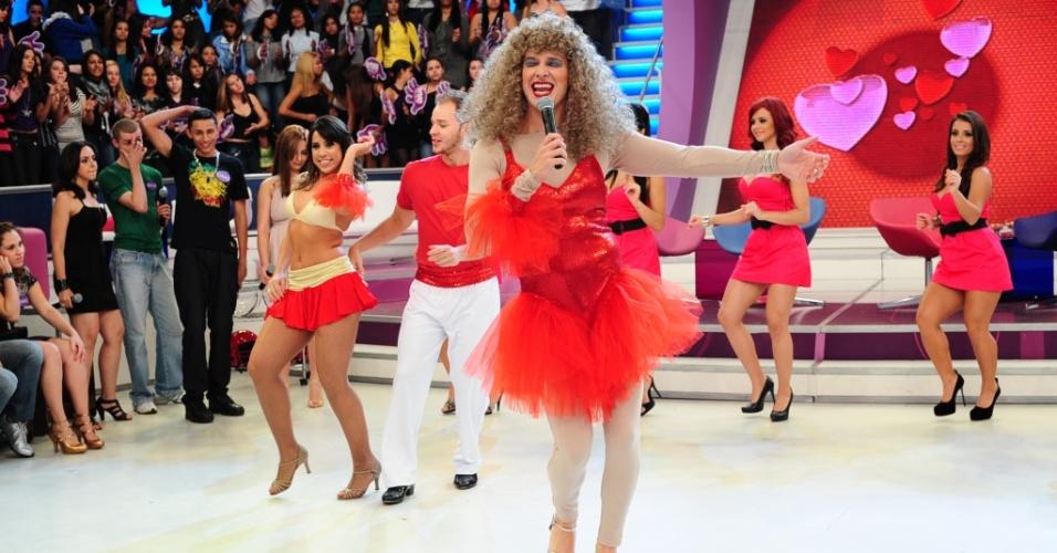 O apresentador Rodrigo Faro se veste de Elba Ramalho para o quadro