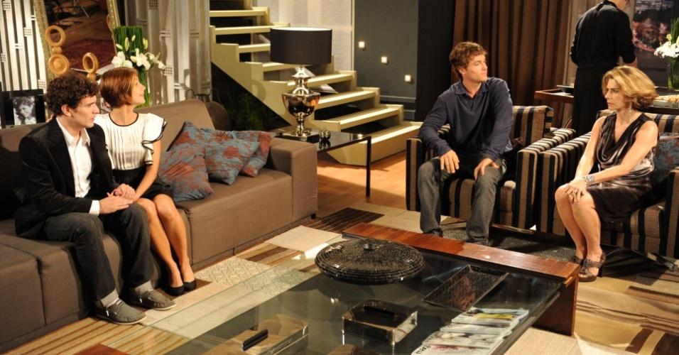 Lorena (Tammy Di Calafiori) leva o namorado Agnello (Daniel de Oliveira) para conhecer sua família. Ao ser apresentado oficialmente à Stela (Maitê Proença) ambos ficam constrangidos, no entanto, ninguém desconfia o motivo (20/7)
