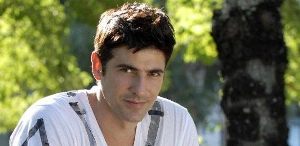 O ator Reynaldo Gianecchini completa 10 anos de carreira e rebate críticas a seu personagem