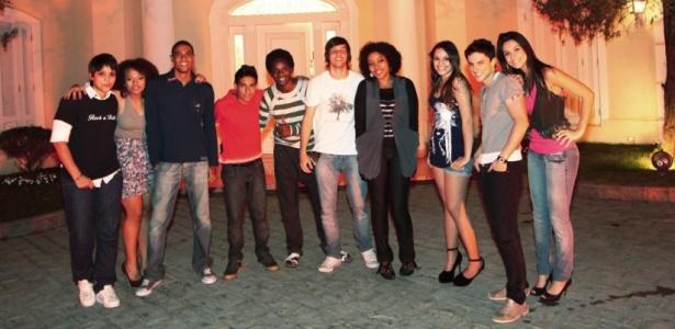 """Os dez finalistas de """"Ídolos 2010"""" chegam à mansão para nova fase do programa (29/7/2010)"""