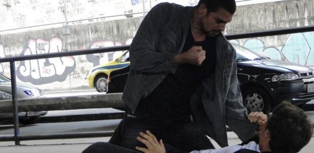 O ator Cauã Reymond em cena com Kayky Brito durante gravação de Passione (10/8/10)