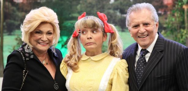 Hebe Camargo com Marlei Cevada (caracterizada como a personagem Nina) e Carlos Alberto Nóbrega, durante gravação de seu programa do dia (16/8/10)