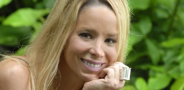 Em A Vida Alheia, Manuela (Danielle Winits) esperava uma promoção, mas perderá o emprego no último episódio da série (23/8/10)