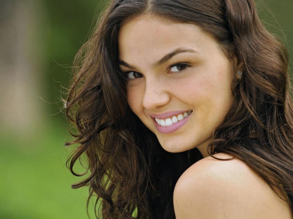 Público quer que Marcela (Isis Valverde) conte a verdade sobre sua gravidez para Bruna (Giulia Gam) em