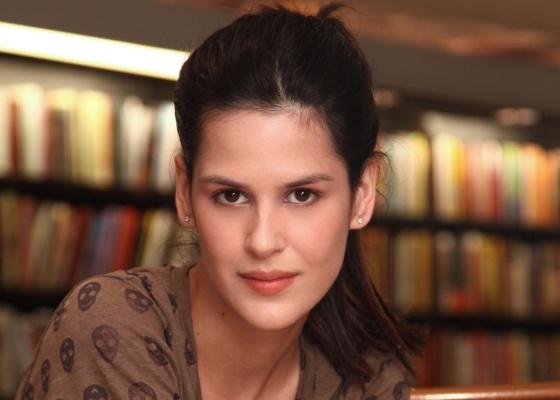 Luiza Mariani faz Lucinha em A Cura, uma garota bêbada, mas que não perde a lucidez