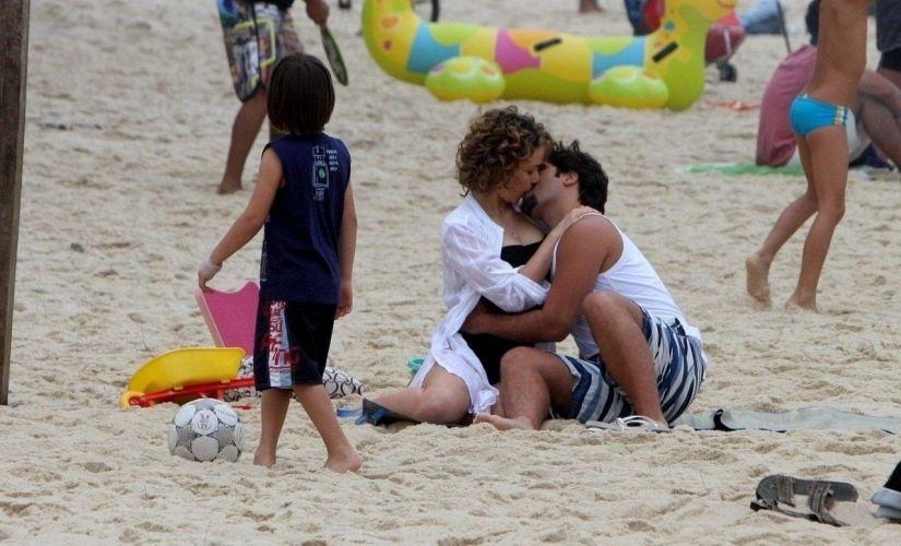 """Leandra Leal e Bruno Gagliasso gravam """"Passione"""" no Rio (6/9/10)"""