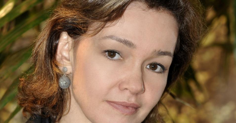 A atriz Júlia Lemmertz viverá uma ex-modelo e terá um casamento de aparências em