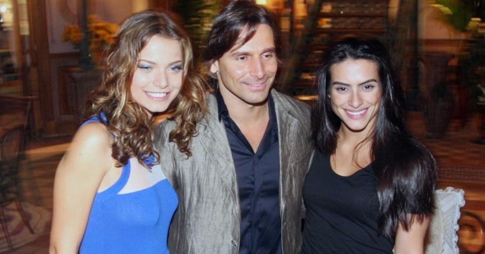 Da esquerda para a direita, Milena Toscano, Murilo Rosa e Cleo Pires na coletiva de