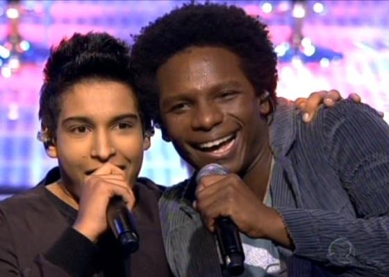 Israel Lucero (à esq.) e Tom Black emocionaram os jurados cantando a música Wave, de Tom Jobim, em Ídolos (7/9/2010)