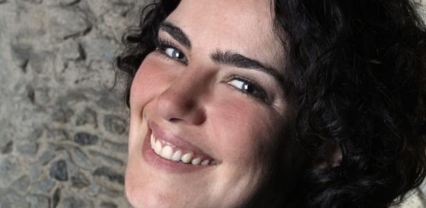 Após viver uma promotora de justiça em A Forma da Lei, a atriz Ana Paula Arósio retorna à TV como uma designer em Insensato Coração (9/9/2010)