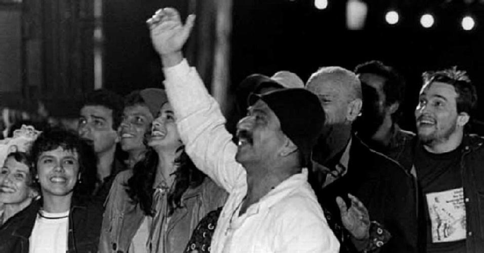 """Lima Duarte interpreta Sassá Mutema na novela """"O Salvador da Pátria"""" (1989)"""