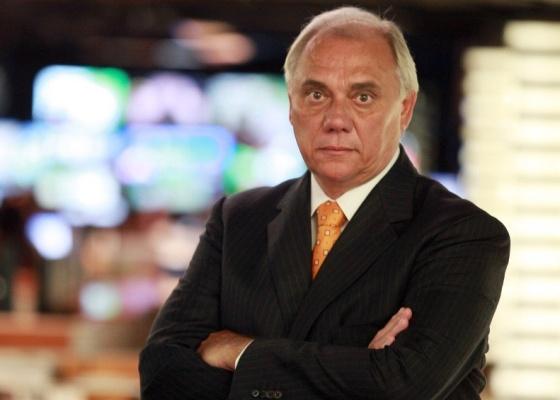 O apresentador Marcelo Rezende renova contrato com a Record antes de estrear na emissora