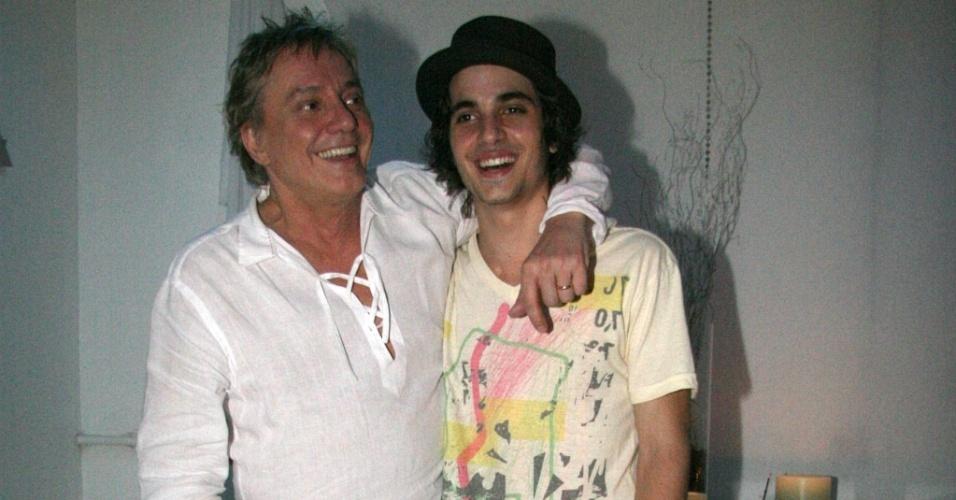 Fabio Jr. e Fiuk nos bastidores do show de Fabio Jr. no Rio de Janeiro (29/1/2010)