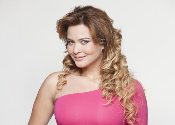 Geisy Arruda escorrega mais uma vez no português nesta quinta-feira (14/10)