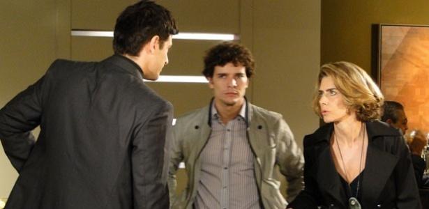 Reynaldo Gianecchini, Daniel de Oliveira e Maitê Proença em uma cena de