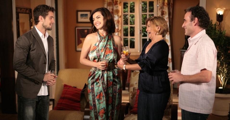 Jorgito (Rafael Cardoso) e Desirée (Mayana Neiva) vão à casa de Nicole (Elizângela) e revelam que ficaram noivos. A cena está prevista para ir ao ar na sexta-feira (8/9/2010)