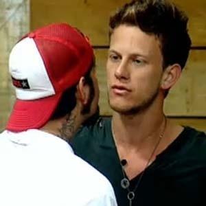 Tico Santa Cruz chamou Dudu Pelizzari de Judas, mas quem não assistiu ao programa durante toda a semana teve dificuldades de entender a razão da briga entre os dois