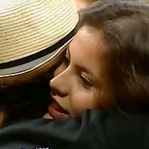 Ana Carolina Dias ganha abraço de Sérgio Mallandro (08/10/2010)