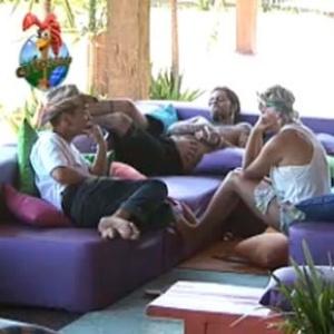 Luiza, Carrasco e Tico conversam na varanda (8/10/10)