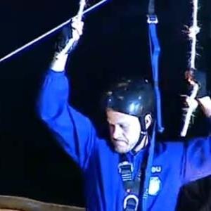Dudu Pelizzari cumpre prova de arborismo em Desafio Semanal (09/10/10)